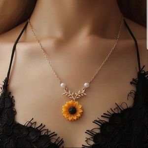 🌻 Sunflower Pearl Gold Leaf Necklace